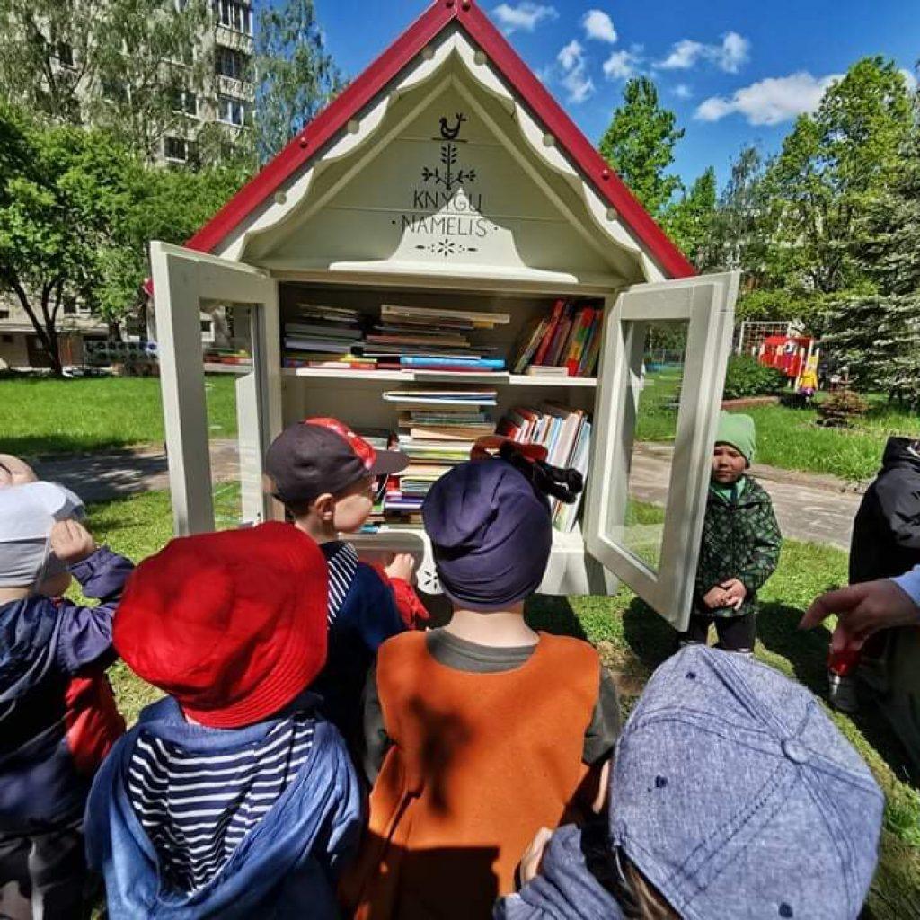 Atvira bendruomenei lauko skaitymo erdvė